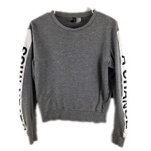 H&M Gray Graphic Text Sleeve Top - B7